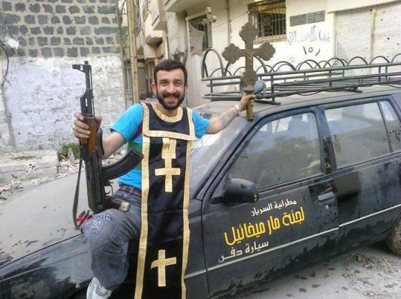 Mitglied der Syrischen Armee - Kreuz, Priestergewand, Maschinengewehr