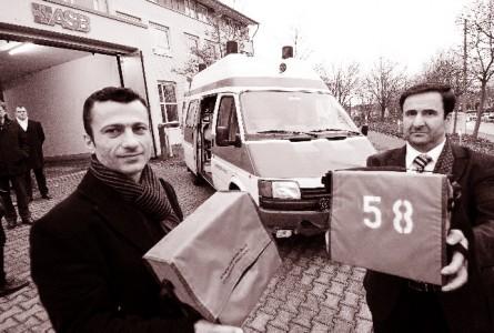 Wiesbadener Deutsch-Assyrer bringen Rettungsfahrzeug und Medikamente ins Kriegsgebiet